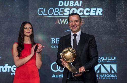 Mendes vừa được tôn vinh tại Dubai.