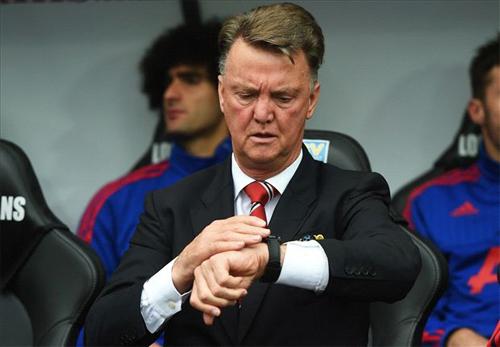Van Gaal cũng đang gặp sức ép lớn tại Man Utd. Ảnh: Reuters