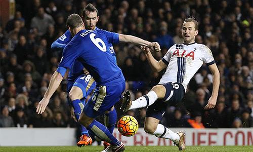 Kane (áo trắng) đang là chân sút người Anh hay nhất tại giải Ngoại hạng. Ảnh: Reuters.