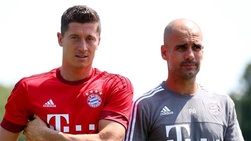Lewandowski (trái) đang thi đấu rất thành công dưới sự dẫn dắt của Pep. Ảnh: Reuters
