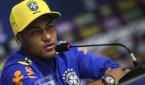 neymar-lien-tuc-lao-vao-nhung-cuoc-an-choi-voi-cac-nguoi-dep