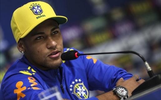 Neymar liên tục lao vào những cuộc ăn chơi với các người đẹp