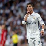Ronaldo thất bại với chiêu ăn vạ